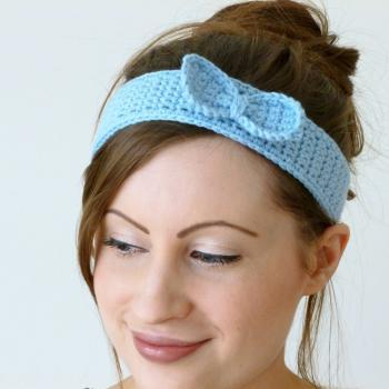 Crochet bow thin headband in blue